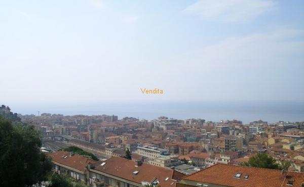 Villa Bifamiliare con terreno di 3000 mq.