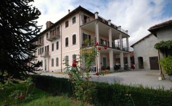 Nel centro del paese di San Pietro del Gallo, Appartamento di 160 mq.