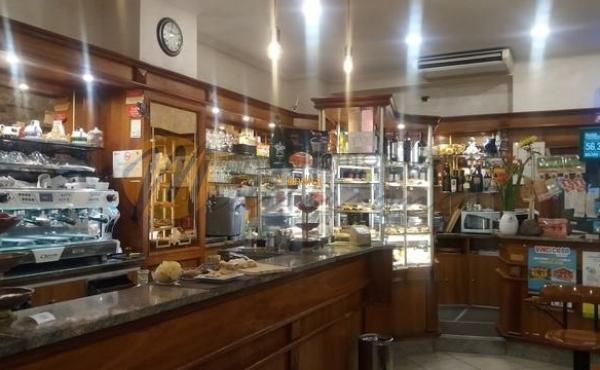 Cedesi storico Bar attivo da più di 50 anni con eccellente giro d'affari