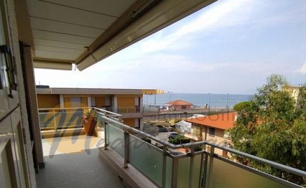 Appartamento vista mare al terzo piano