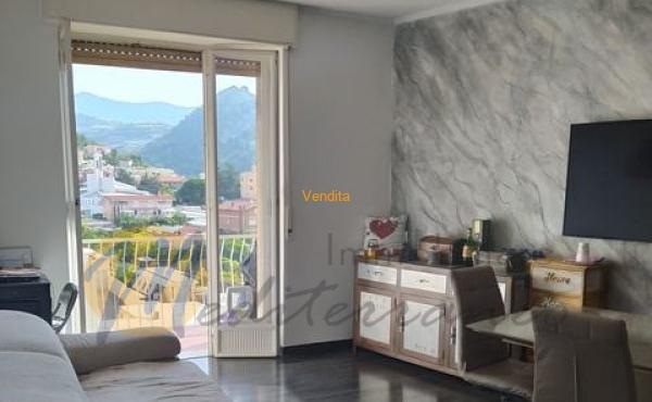 In zona centrale comoda ai servizi e vicina al mare, appartamento al 5° piano con ascensore